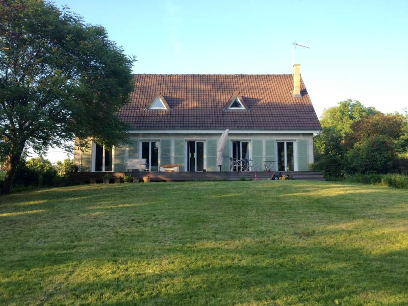 Family Home with Pond in Poissy - Image 1 - Poissy - rentals