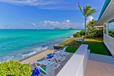Beachfront Honu Heaven offers solar heated pool, hot tub & steps to Lanikai beach - Image 1 - Kailua - rentals