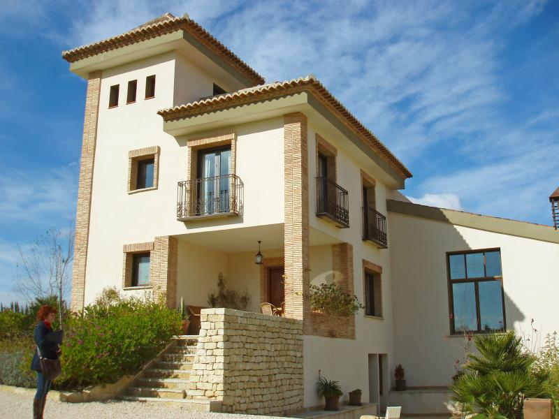 Large Costa Blanca Villa with a Private Pool - Villa Alicante - Image 1 - Alicante - rentals