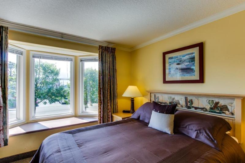 Sandcastle Inn Suite 606 - Image 1 - Cannon Beach - rentals