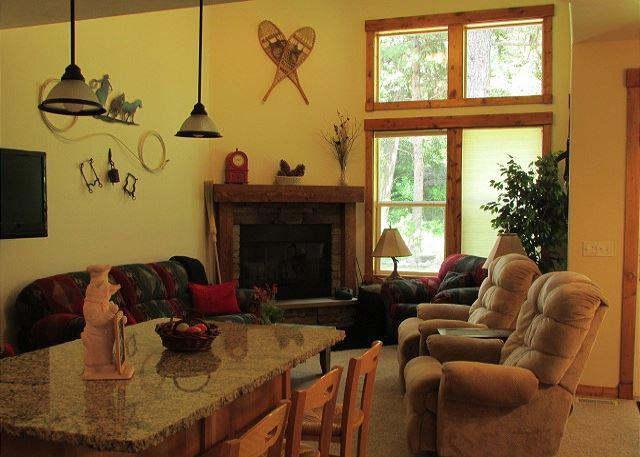 Living Room - Spacious Condo with Golf Course Views & Amenities - McCall - rentals