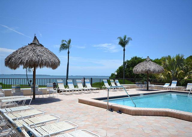 Palma Del Mar H-119   Updated, Ground Floor, Poolside,  Palma Del Mar Condo - Image 1 - Saint Petersburg - rentals