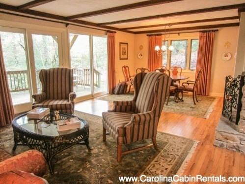Elegant Accommodations with Open Living Area, Lots of Natural Light, in Relaxed Wooded Setting - Glenn Wood Cottage - Boone - rentals