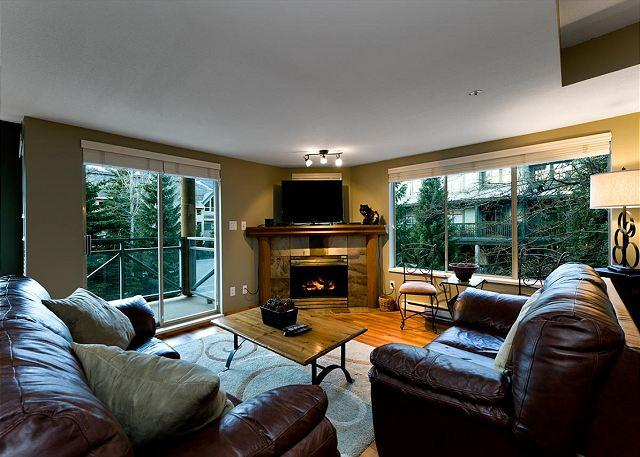 Living Room - Valhalla 2 bdrm, sleeps 6, Quiet setting just steps from the action! - Whistler - rentals