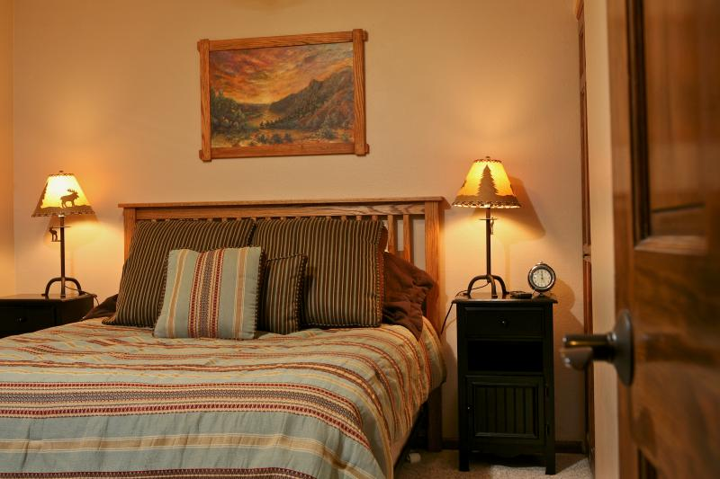 Winter Park Place 18: Luxurious & convenient mtn getaway condo, just 1/3 mile from chairlifts. - Image 1 - Winter Park - rentals