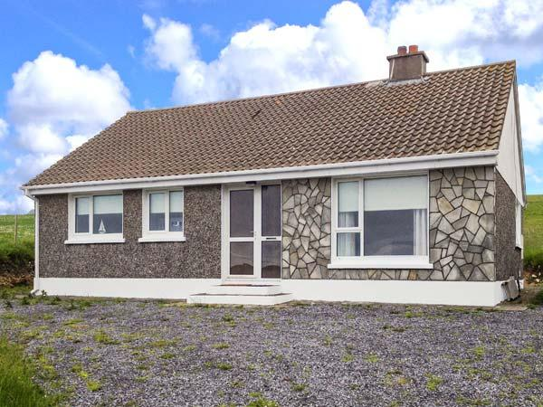 SILVER STRAND COTTAGE, pet-friendly cottage close to beach, stove, single-storey, Malin Beg, Killybegs Ref 906039 - Image 1 - Malin Beg - rentals