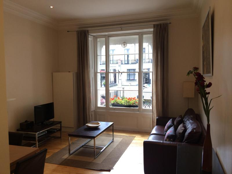 Gorgeous, spacious living room - VIP Only! Posh Central Location: 2 bed + garden! - London - rentals