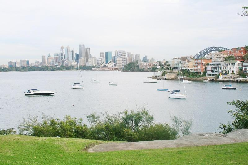 Stunning iconic views of Sydney Harbour, Opera House and Bridge, seen from the apartment - Sydney Harbour View Apartment- stunning and iconic views of the harbour, Opera House and Bridge - Sydney - rentals