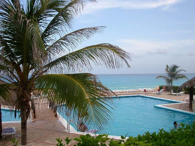 Pools with a view - Tropical Escape: Cozy 1 BR Town-House Beach Condo - Cancun - rentals