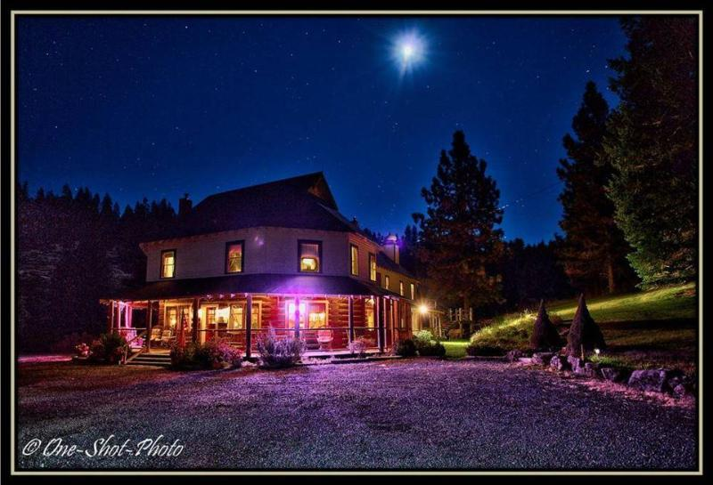 Outside view at night - The Dam Lodge on Beaver Creek - Ashland - rentals