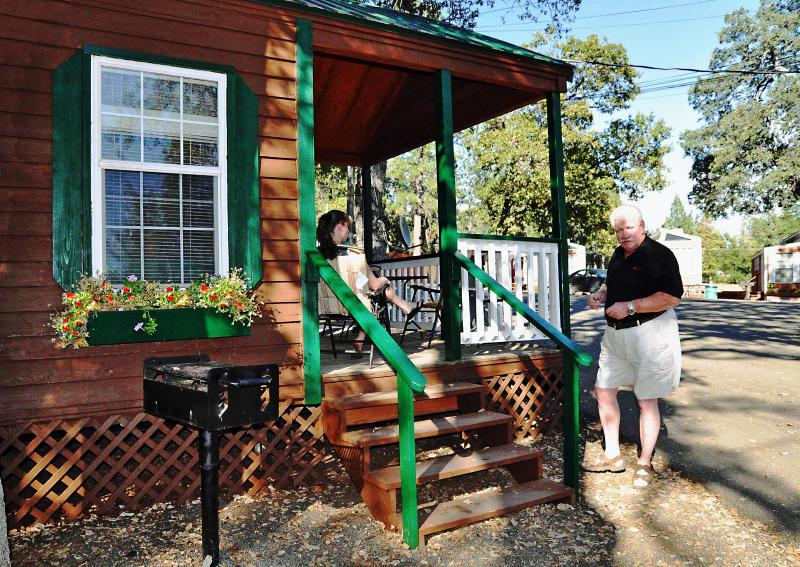 Spacious front porch - Yosemite Ridge Family Vacation Cabin - Groveland - rentals