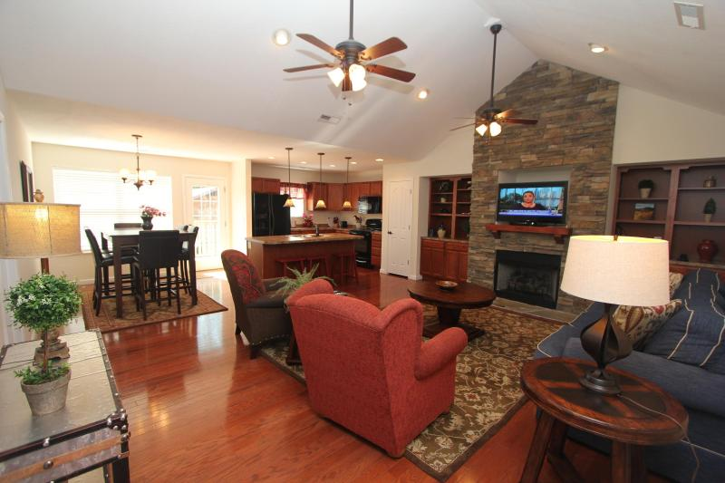 Beautiful Living Room - 2 nts with 3rd nt free-$350 inclusive-exp 3/1/14 - Pigeon Forge - rentals
