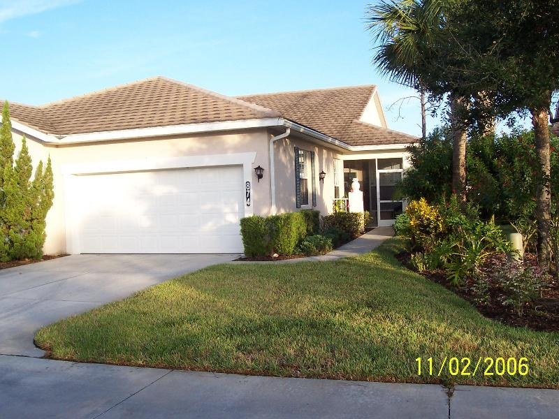 Front entrance with 2 car garage - Luxury Lakeview Plantation Villa - Mar & Apr Avail - Venice - rentals