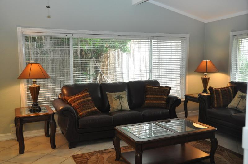 Volume ceilings, large windows and a wbfp: the ultimate room to relax in after a day at the beach! - 2 blocks to Siesta Key beach, restaurants & shops! - Sarasota - rentals