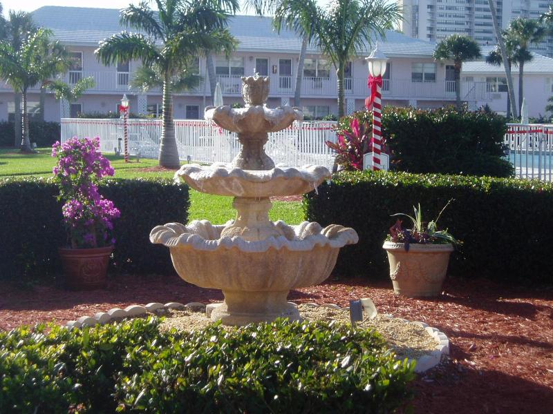 View from the front porch. - Marco Island Sea Breeze South...poolside! NO SNOW! - Marco Island - rentals