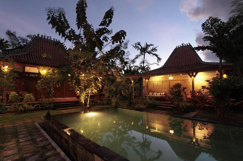 Night time view  - Kampung Kecil 6 bedrooms villa in sanur bali - Sanur - rentals