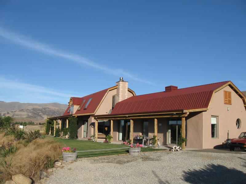 Main house and cottage - Ardgour Strawbale cottage bed and breakfast - Cromwell - rentals