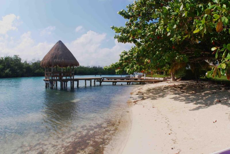 Gazebo and little beach front - Charming little Villa in Lagoons Mangrove Canals - Cancun - rentals