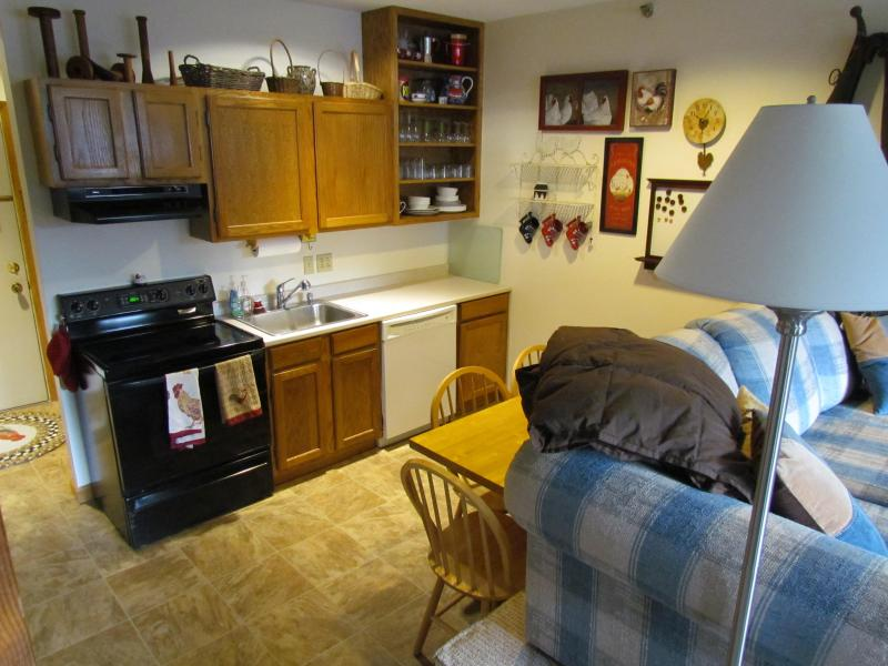 Full Kitchen - Sunday River Slopeside condo - 2BR sleeps 4-6 - Bethel - rentals