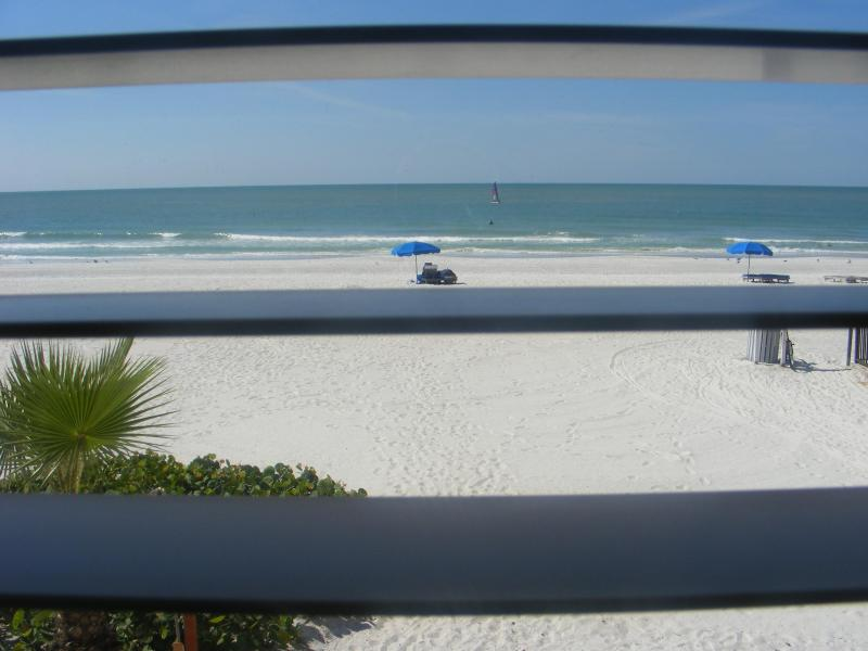 Gulf view from your window - Spring/Summer OPEN! Beachfront 2/1, Pool, Kitchen - North Redington Beach - rentals