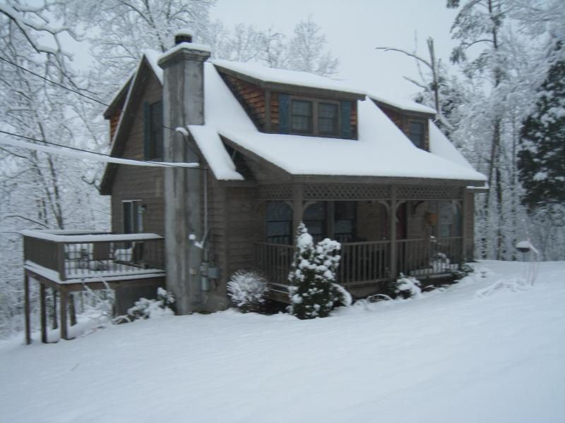 "Winter view Fit For A King - ""Fit For A King"" & Queen is this cottage! - Johnson City - rentals"
