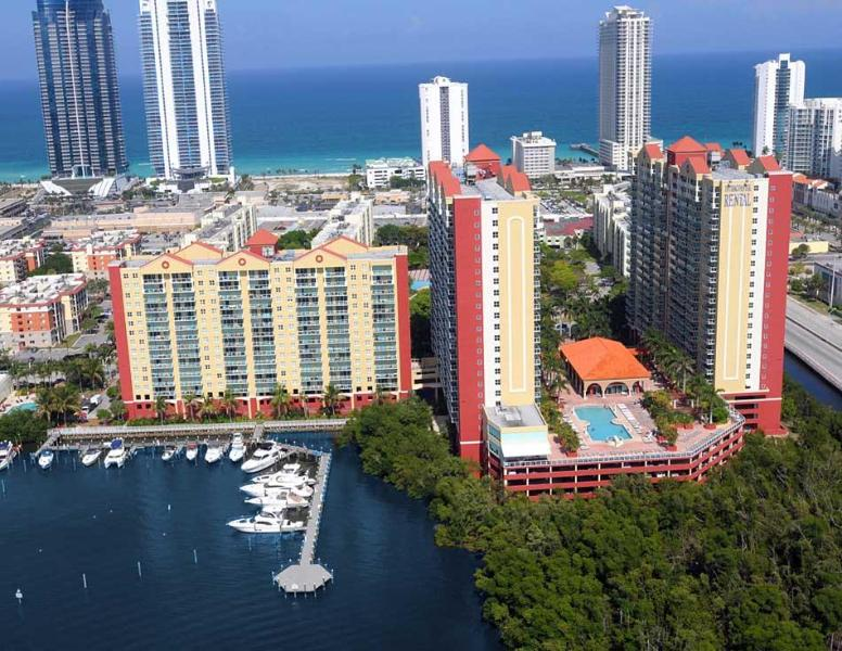 Beautiful 2/2 3 min walk to the beach. OCEAN VIEW - Image 1 - Sunny Isles Beach - rentals