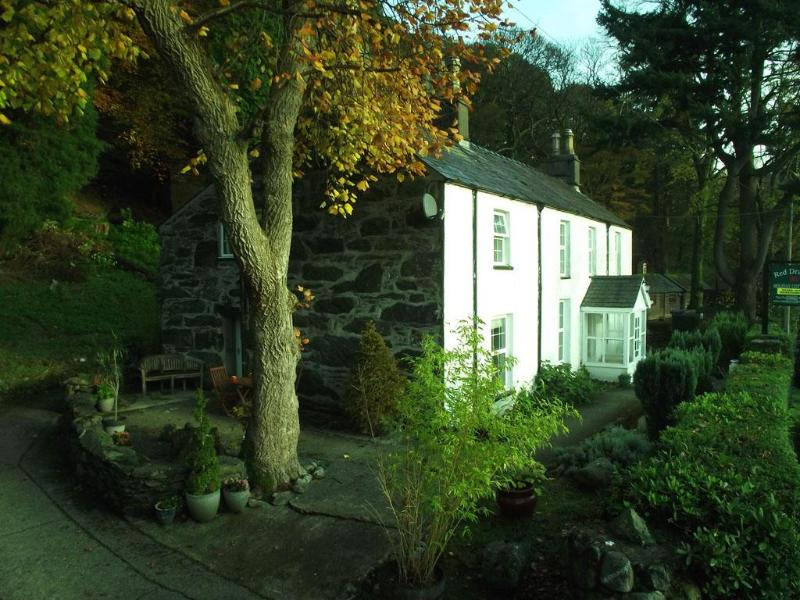Front of property - Red Dragon Holidays - Aran cottage - Gwynedd- Snowdonia - rentals