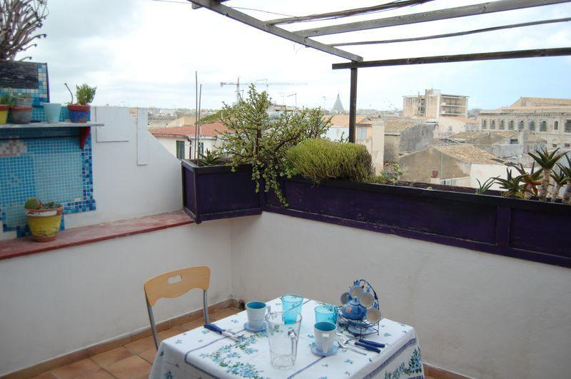 Siracusa, Lovely Apartment With Terrace In Ortigia - Image 1 - Syracuse - rentals