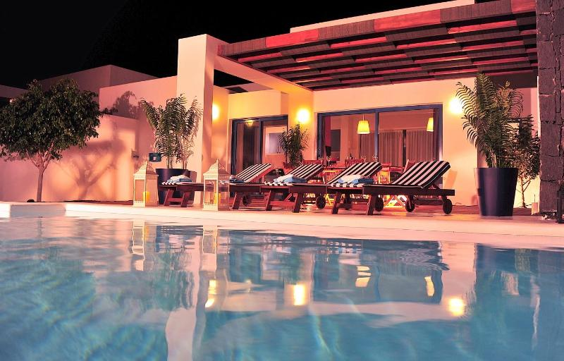 2 bedroom villas with heated pool and WIFI. - Image 1 - Playa Blanca - rentals