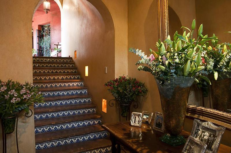 Gracious entry, inside the 100 yr old doors, and thick adobe walls, a cool place relax, home. - San Miguel de Allende Mexico, Luxury View Home - San Miguel de Allende - rentals