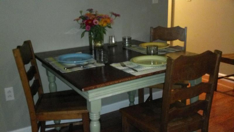 Dine on the 100 yr oak table - Accent Accommodations - Blossvale - rentals