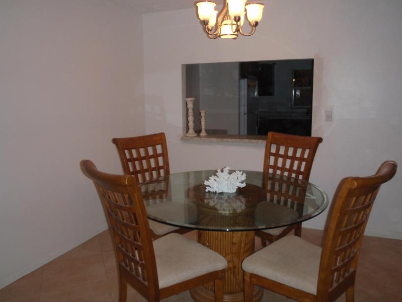 Dining area looking into kitchen/office nook - Luxury 2 BR / 2 BATH OCEANSIDE on the beach - Pompano Beach - rentals