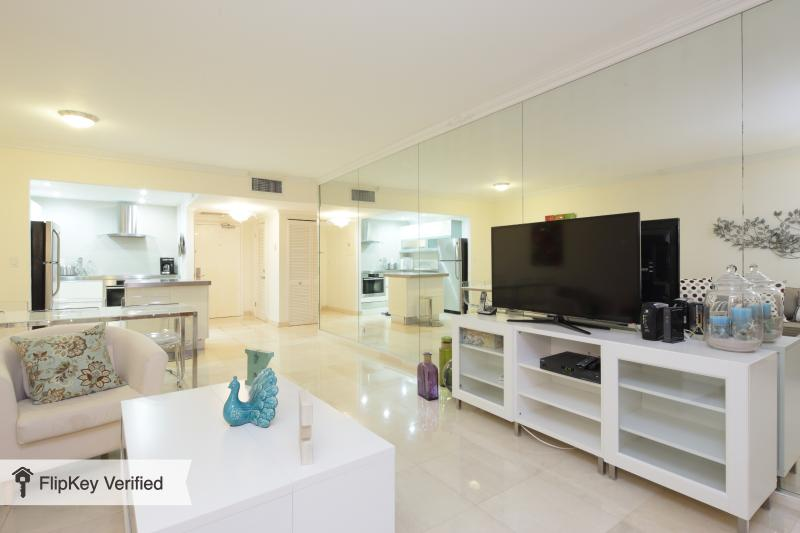 COZY 1 BED APARTMENT @ SOUTH BEACH- GREAT AREA ! - Image 1 - Miami Beach - rentals