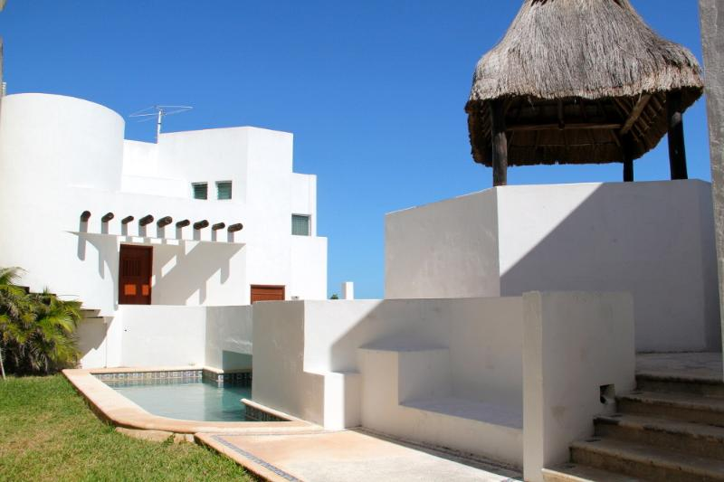 San Miguel beachfront home with private pool - Image 1 - Chicxulub - rentals