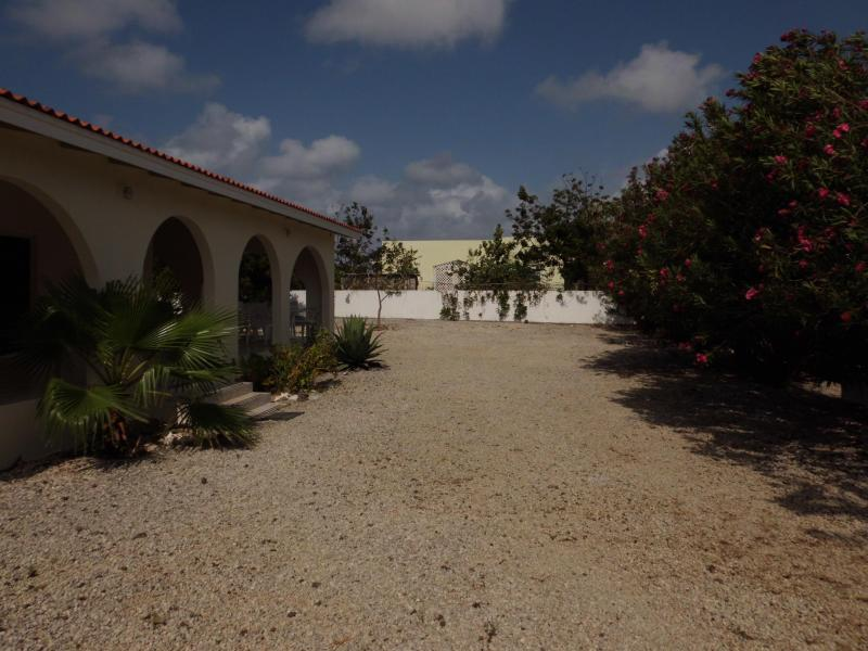 Looking in from the gate - 2 BR, 2 BA, House in Belnem - Kralendijk - rentals