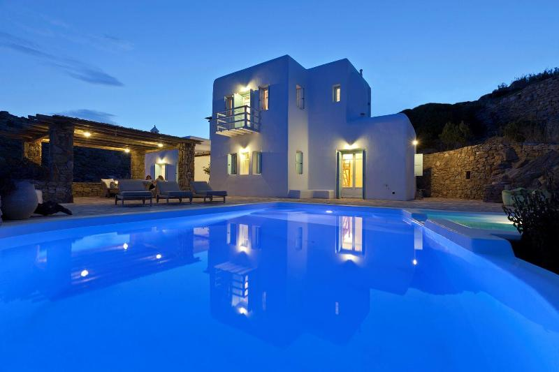 Tranquility, privacy and stunning scenery ! - RockyMansion Mykonos Private Luxurious Villa - Mykonos - rentals