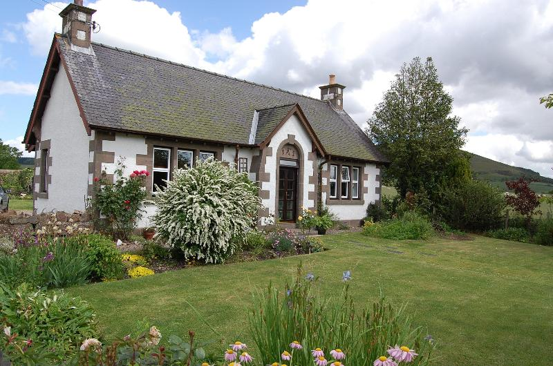 Parkhead Cottage - Spacious 2 bedroom cottage in popular holiday area - Blairgowrie - rentals