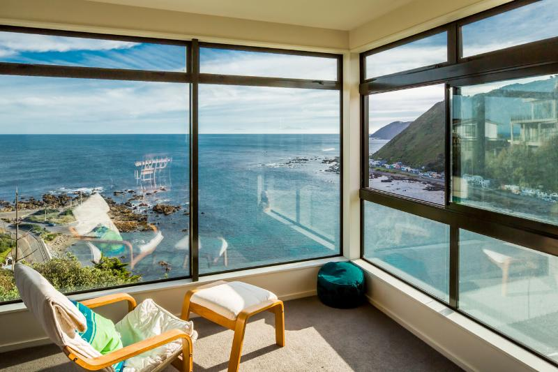 View from Lounge - Amazing ocean views, so close to CBD, space, sun! - Wellington - rentals