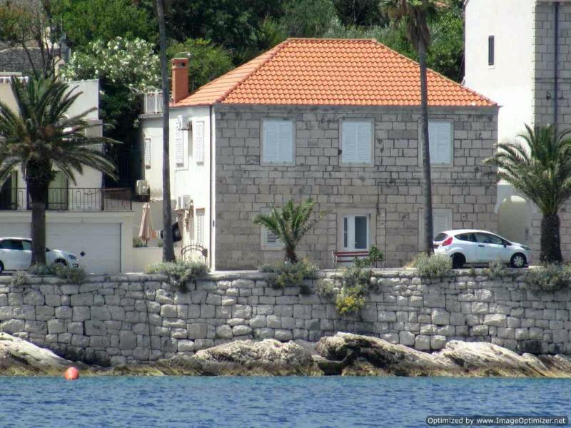 Apartment is situated on the ground floor of an old stone house located right on the waterfront - 2 Bedroom Waterfront Apartment in central Korcula - Korcula - rentals