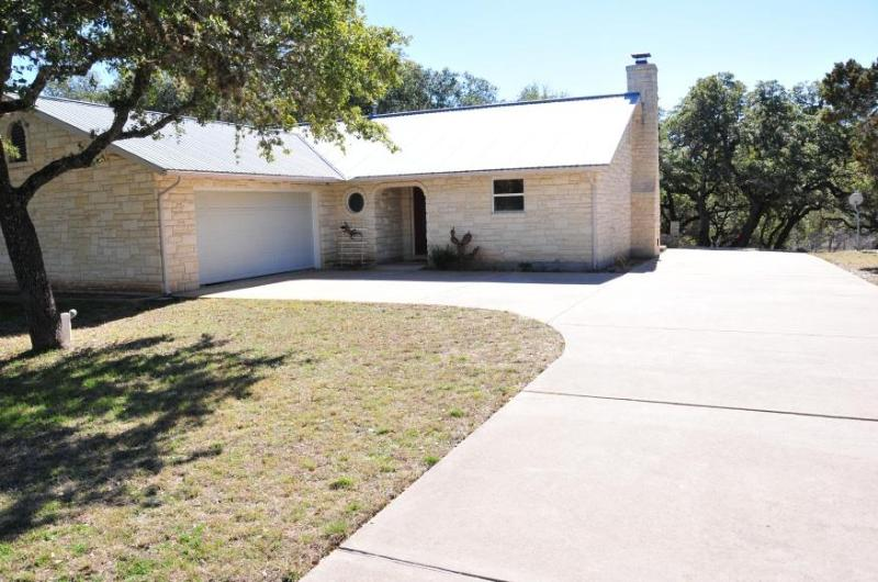 Driveway long enough for an RV - Texas Hill Country Getaway - Johnson City - rentals