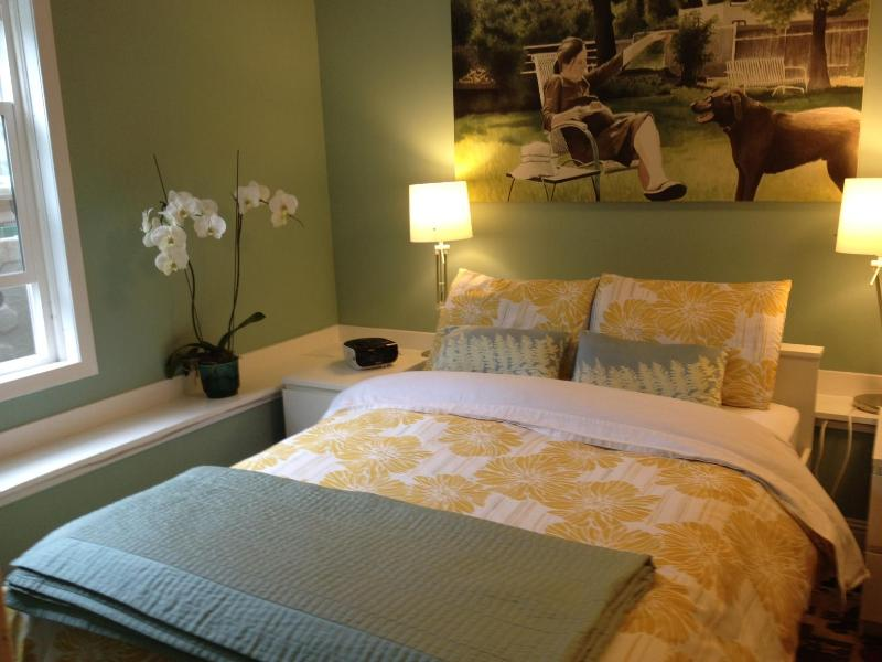 Master bedroom looks out to yard - Modern all new apartment & yard at Cortland strip - San Francisco - rentals