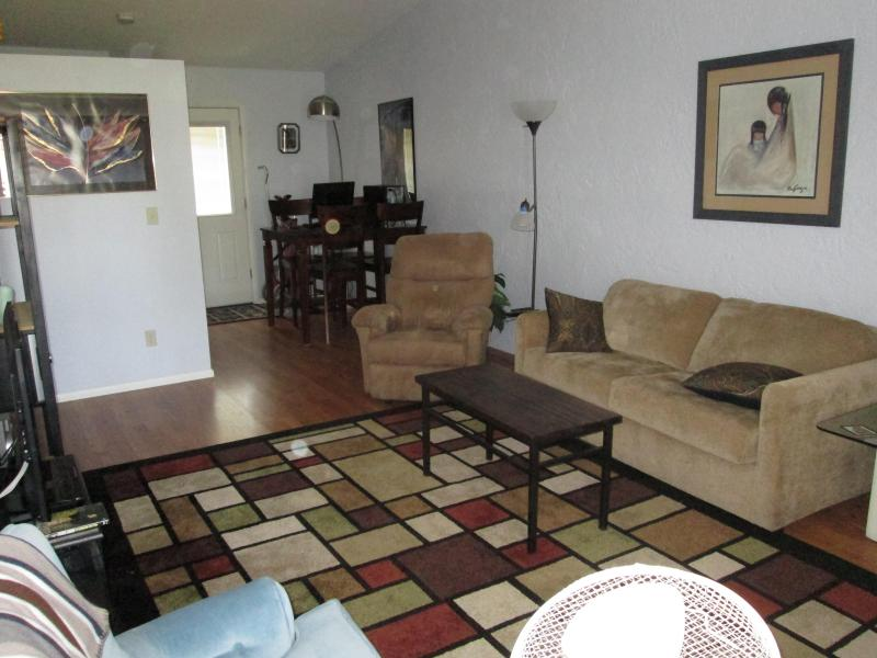 Warm & Inviting Living Space - East Mesa Golf Course Condo, Remodeled 1 Bedroom - Mesa - rentals