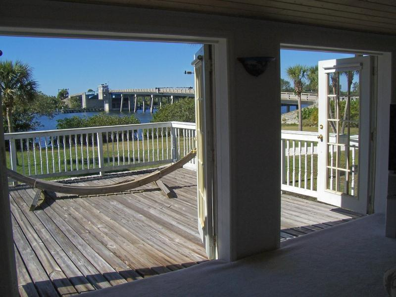 BAYFRONT HOME WITH BEACH AT 600FT FROM BEACH - Image 1 - Englewood - rentals