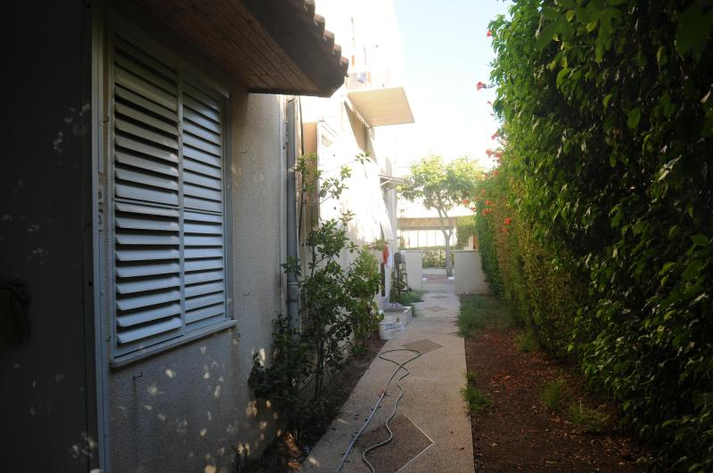5' to Ocean-Cozy, Economical One BdR--Sleeps Two - Image 1 - Haifa - rentals