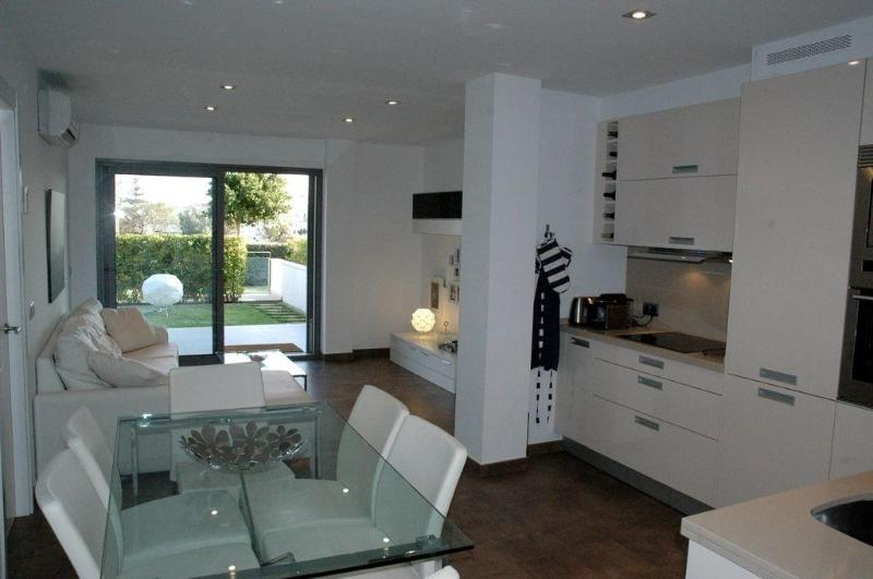 Living Room - Stunning hi-tech ,apartment  with swimming pool, Wifi - Puerto Pollensa - rentals