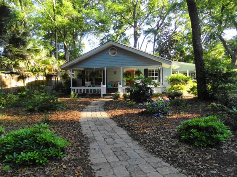 Art & Linda's Island Cottage - Art & Linda's Island Cottage, Pet Friendly...4-Night Stay October Specials! - Saint Simons Island - rentals