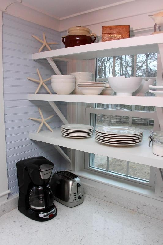 Open Kitchen Window Shelves - Cape Cottage Style ~One Prime July Week Left~ - Harwich - rentals