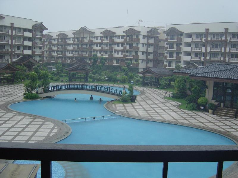 Resort-Type Swiming Pool - 2Units 3-Bed Rm 2Toilet Bath Furnished Condo Unit - Philippines - rentals