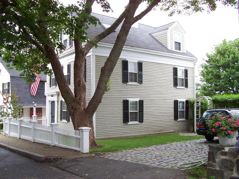View from street - Historic colonial Marblehead home, north of Boston - Marblehead - rentals