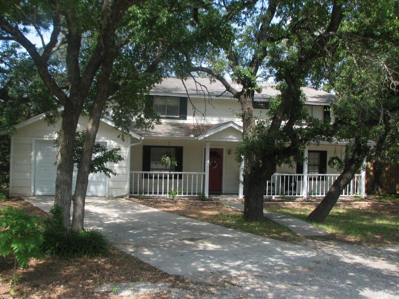 Contrary Creek Cottage - Image 1 - Granbury - rentals